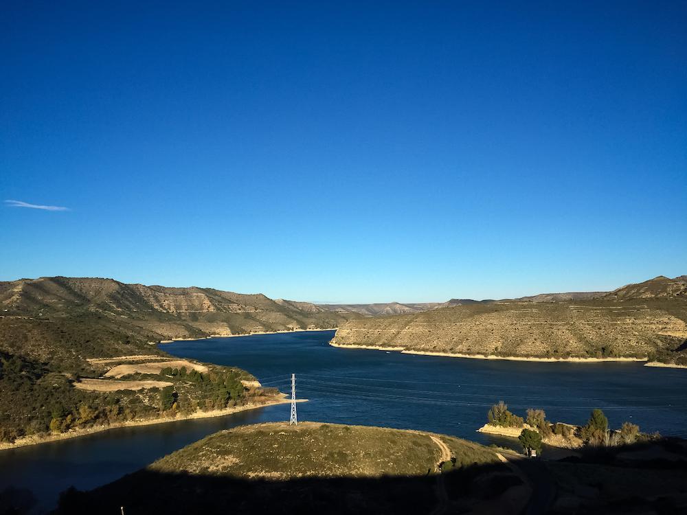 So sieht's aus, wenn man von Mequinenza Richtung Caspe fährt und den Stausee das erste Mal zu Gesicht bekommt.
