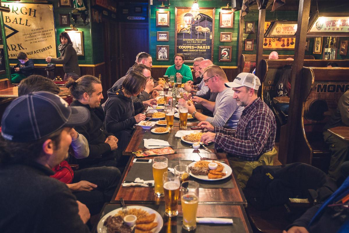 Erste Gruppenaktion: Abendessen im Wembleys. Fazit: Super Ambiente. Tolle Stimmung. Der Zwiebelrostbraten war aber letztes Jahr besser.