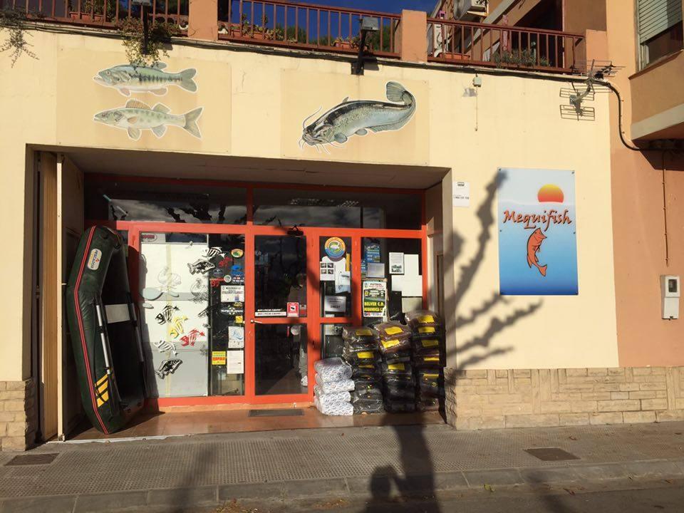 Treffpunkt der Köderfetischisten: Mequifish. Ein richtig cooler Angelladen mit meganetten Verkäufern bzw. Besitzern.